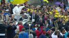 Papež povozil uprchlické děti v papamobilu